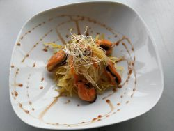Mejillones con patatas paja